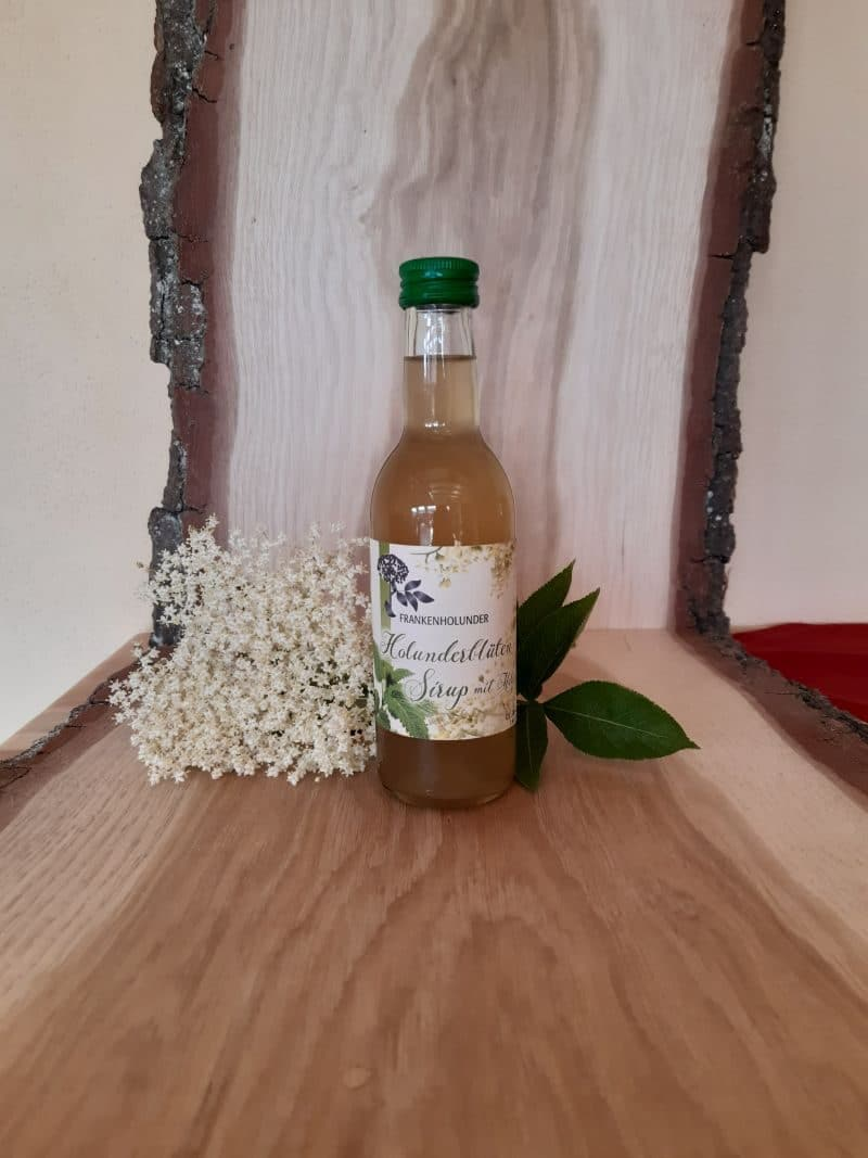Holunderblütensirup mit Melisse
